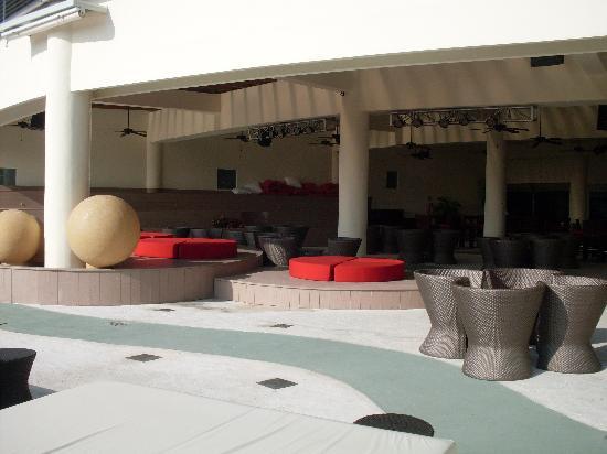 Azul Beach Resort & TUI Sensatori Resort Riviera Cancun: The entertainment area