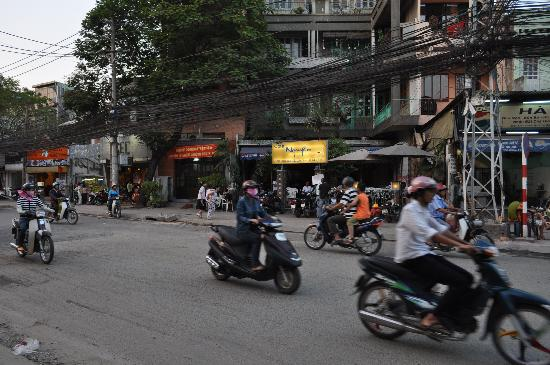 Ramana Hotel Saigon: The streets right outside the hotel