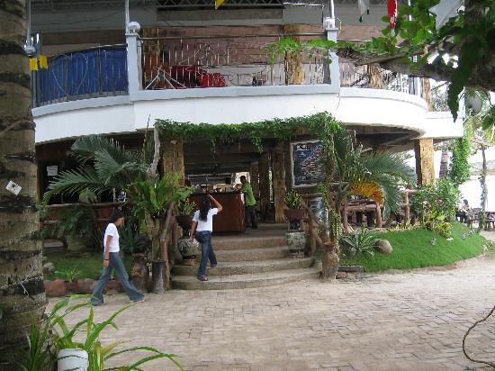 Dumaluan Beach Resort 2: Enter to the reseption