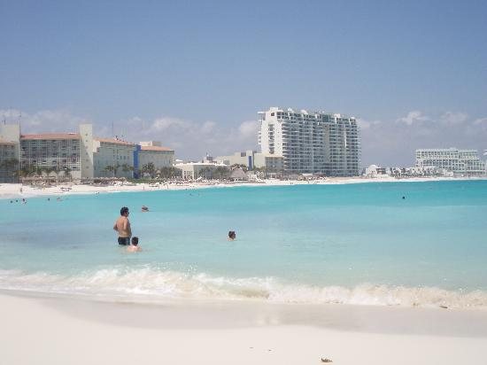 The Westin Resort & Spa, Cancun: Westin property from Club Med beach