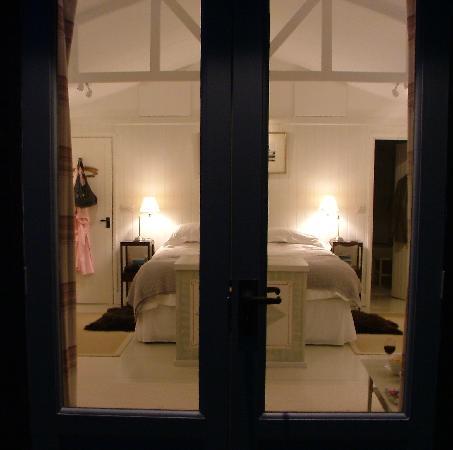 Ebenezer House: Romantic View of Bedroom