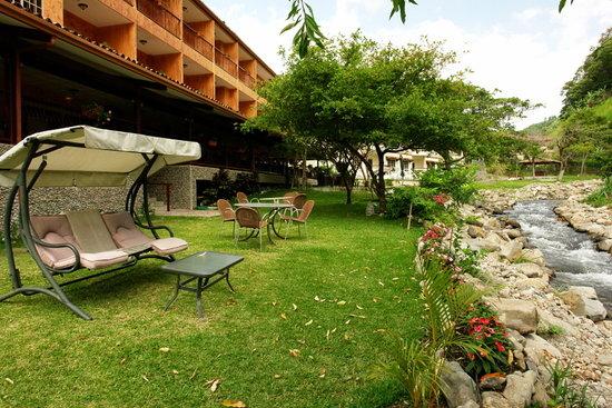 Hotel Valle del Rio: River Side Garden