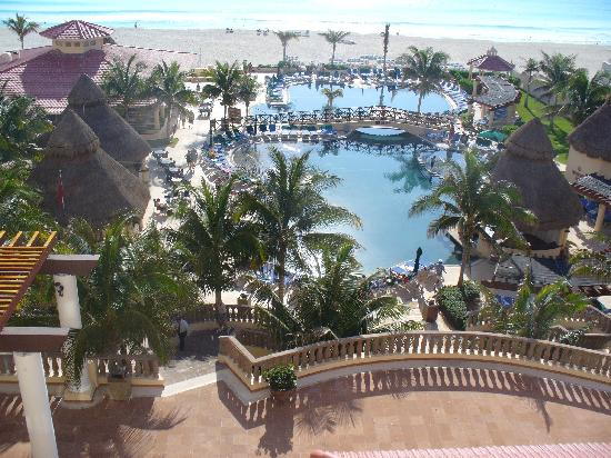 GR Solaris Cancun: perfect view from our 4th floor window