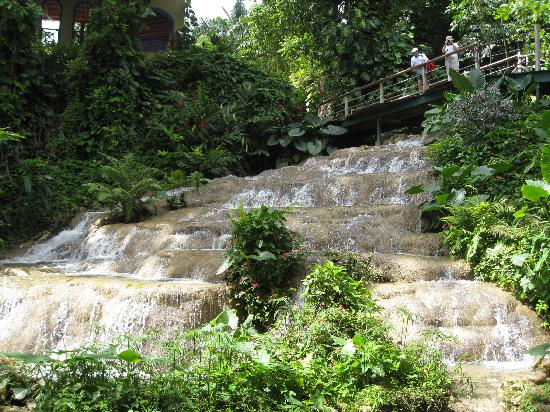 Coyaba River Garden and Museum: Part of the falls