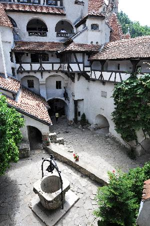 Bran, Roumanie : The Inner Courtyard