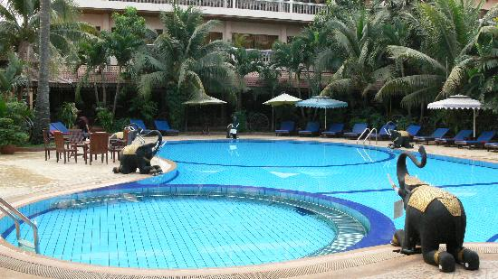Apsara Angkor Resort & Conference: Swimming pool