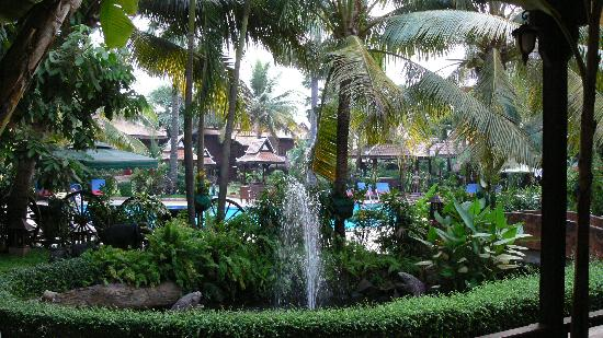 Apsara Angkor Resort & Conference: Out and about by the pool