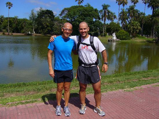 Urban Running Tours: Serge ans Juan near the lake