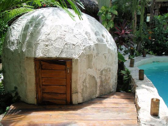 Hotel Playa del Karma: traditional temescal (sweat house)
