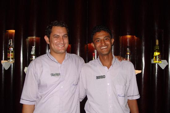 Hilton Sharks Bay Resort: Lovely staff at the Olympic bar. Meado and Ayman