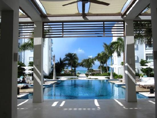 Gansevoort Turks + Caicos : The Gansevoort pool view from the lobby