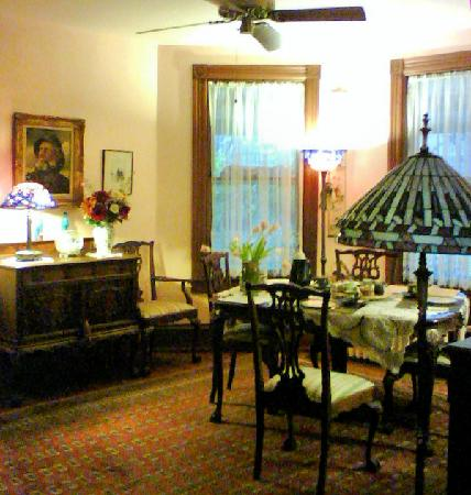Etta Mae Inn Bed and Breakfast: Dining Room Where Breakfast Served