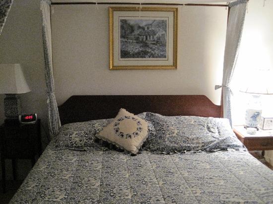 Harbor Knoll : The room