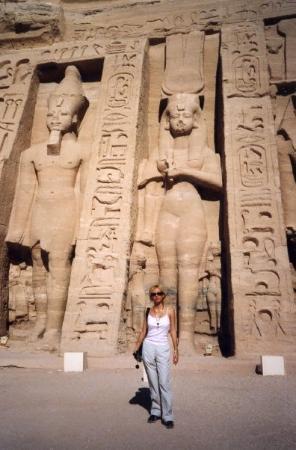 Egypte 2004 : Devant le temple de Nefertari à Abu Simbel