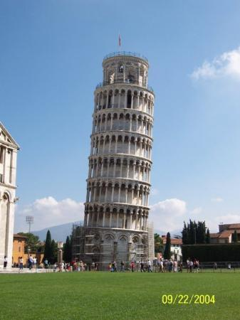 Torre di Pisa: you all should know what this is!