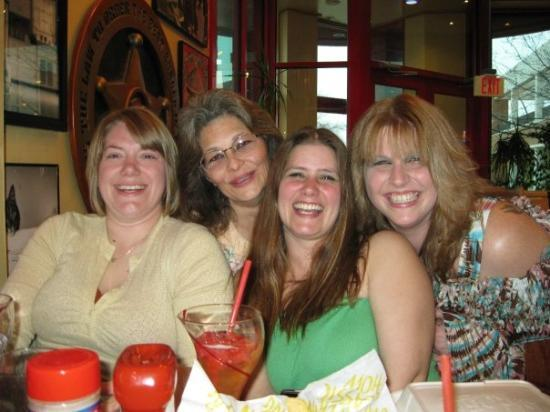 Red Robin Gourmet Burgers: ashe, shelly, liz and me