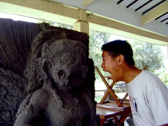 Mojokerto, Indonesia: Aaaarrgghh... niat mw nakutin eh takut sendiri hahaha.... tuh ekspresi gue ampe keluar urat sara