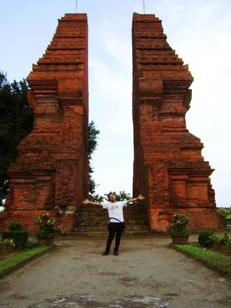 Candi Wringinlawang: This is the gate of Majapahit, this gate is for entering the city of Majapahit in the past... it