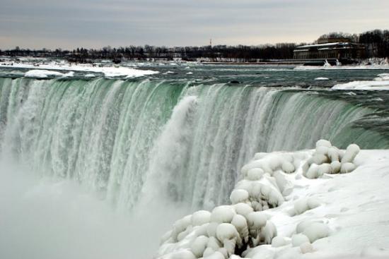 Niagara Falls: n