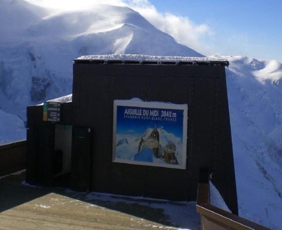 Chamonix, Frankrike: Aguille du Midi. So now I've had cafe au lait in the highest restaurant in Europe and Canada!