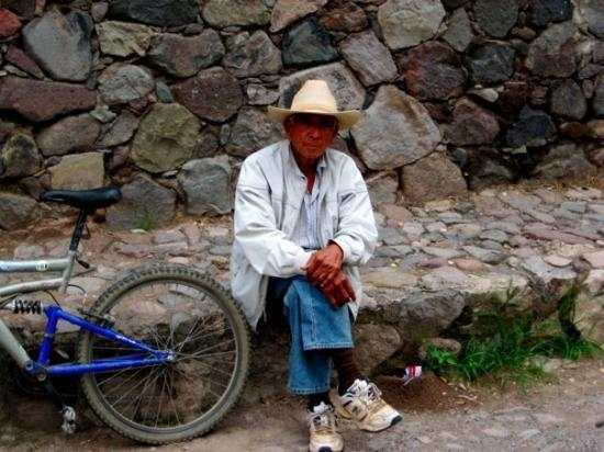 Ajijic, Meksyk: our neighbor paco who rides a bicycle every where he goes