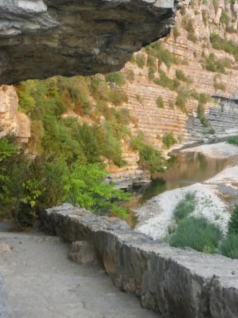 """Aubenas, France: La rivière de """"La Beaume"""" près du village qui porte le nom de la rivière; lieu magique !"""