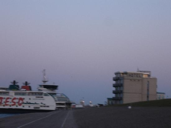 Hotel Lands End: The Texel ferry berths very close by.