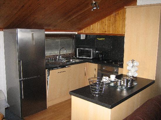 Belan Bach Lodges: Kitchen at Banwy Lodge