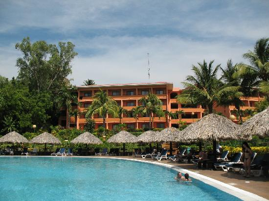 Barcelo Montelimar: Pool and hotel section