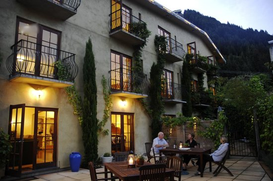Browns Boutique Hotel: Enjoy the outdoor courtyard