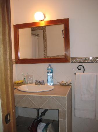 Hotel Alhambra: bathroom 1