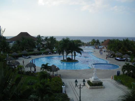 Grand Bahia Principe Jamaica: One end of swimming pool