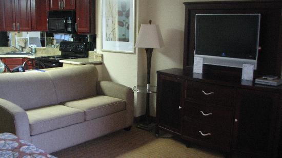 The Caravelle Resort: TV/Sofa