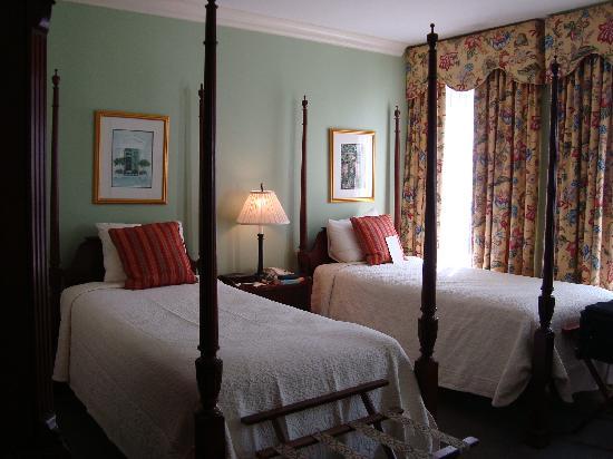 Planters Inn: Room