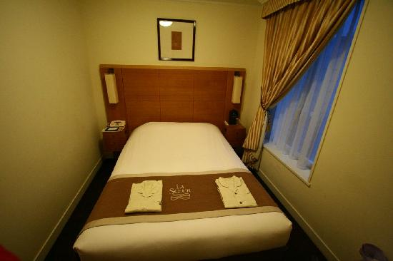 Hotel Monterey Lasoeur Ginza: Bed