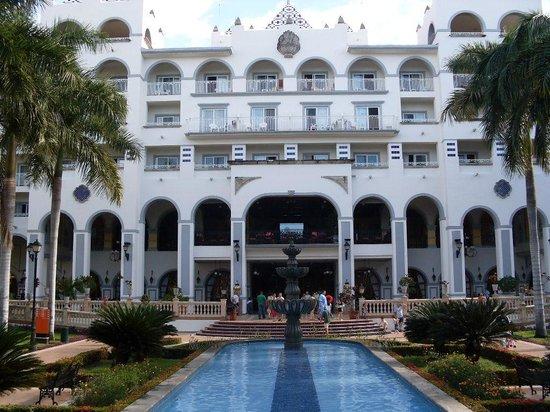 ClubHotel Riu Jalisco: The main resort taken from the gazebo