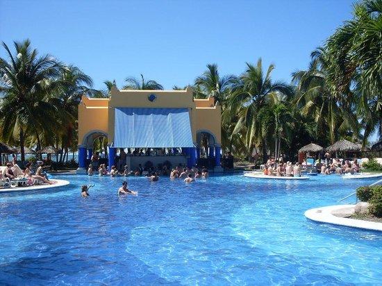 ClubHotel Riu Jalisco: swim up bar