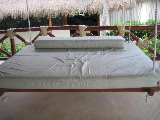 Azul Beach Resort Riviera Maya: Swing bed in bar area