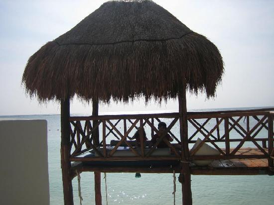 Azul Beach Resort Riviera Maya: One of two upper towers on the beach