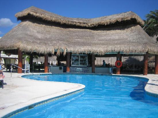 Azul Beach Resort Riviera Maya: pool bar - too bad it was freezing