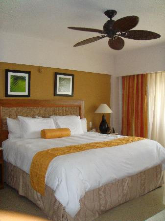 Occidental Caribe: Comfortable Beds with Pillow menus