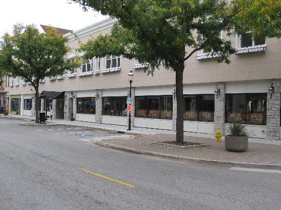 The Clarke Hotel: Clarke Hotel from street