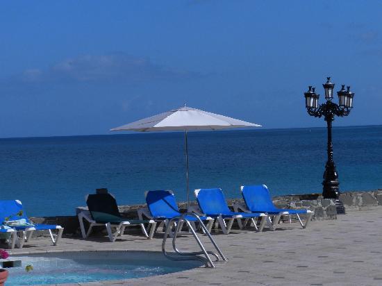 Sandals Regency La Toc: Oceanview from poolside