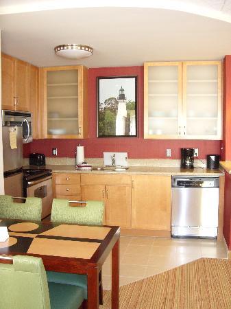 Residence Inn Amelia Island: Huge Kitchen