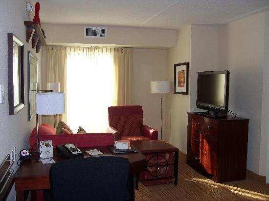 Residence Inn Amelia Island: Seperate Living Area