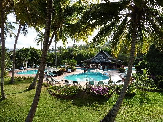 Sandals Halcyon Beach Resort: View of quiet pool, very nice