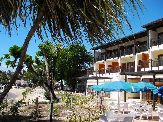 Solomon Kitano Mendana Hotel: 部屋からプールと海を望む