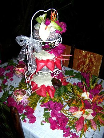 Crystals St Lucia: Rum Wedding Cake & Flowers