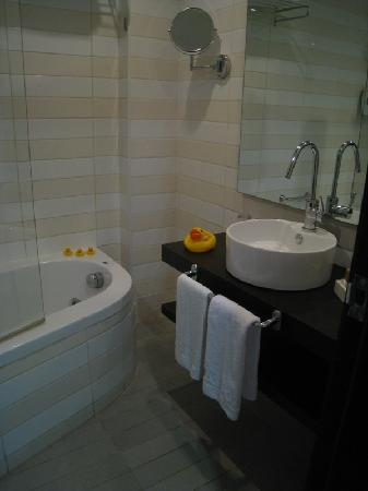 Melody Hotel   Tel Aviv - an Atlas Boutique Hotel: Check out the rubber duckies - they squeaked!
