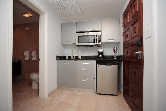 Princess Heights Hotel: Kitchenette